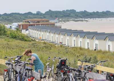 Vrouwenpolder op de fiets naar strand