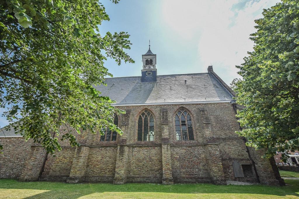 Vrouwenpolder centrum kerk badplaats